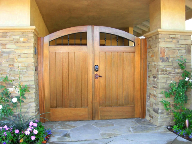 custom wood gates image 1